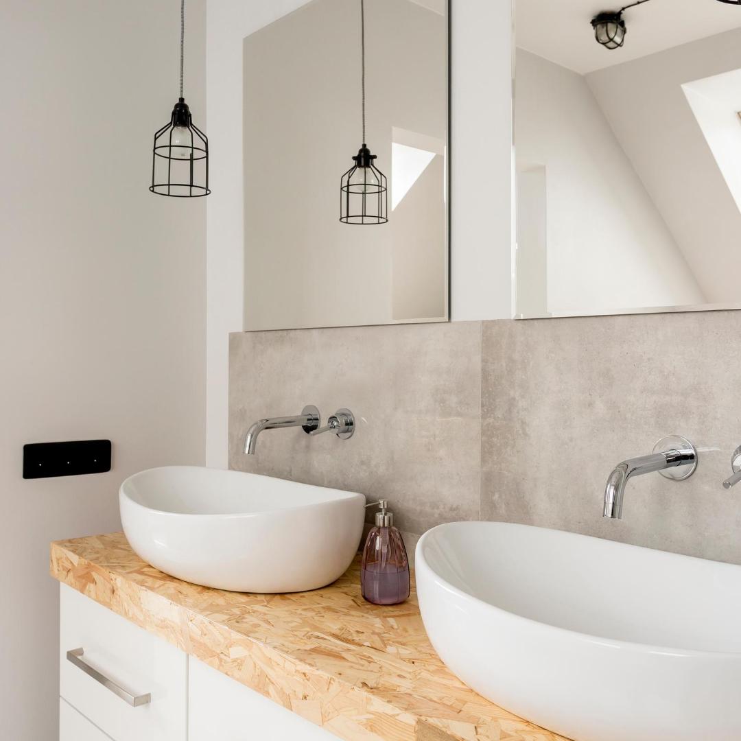 Jolie salle de bain avec deux vasques